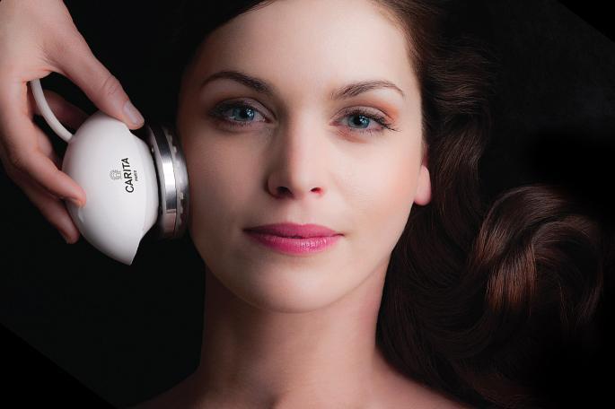 Rejuvenece tu rostro sin cirugía con Carita, lujo para tu piel.