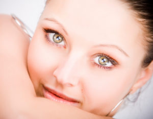 elimina las ojeras con hialurónico